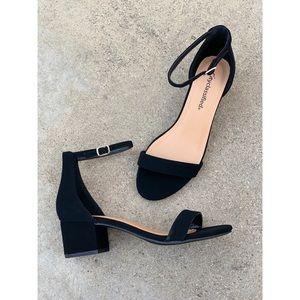 Cityclassified Low Closed Heel Single Strap Sandal